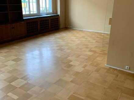 Geräumige und erwschwingliche Wohnung mit vier Zimmern in Pirmasens