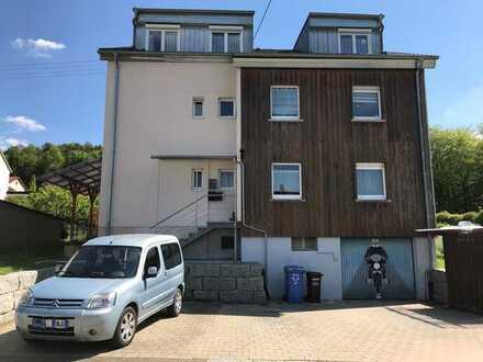 DG Wohnung mit Hausmeister und Instandhaltungspflichten. Preiswert, mit EBK