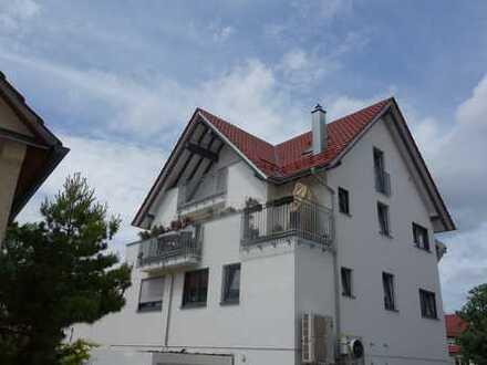 Moderne 2,5 Zimmer DG.- Wohnung Baujahr 2015 mit Aufzug und Balkon
