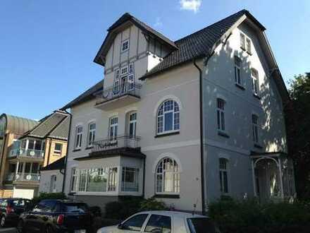 Traumhaft schöne 4-Zimmer-Altbauwohnung mit ganz viel Atmosphäre und großem Balkon!