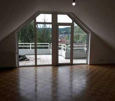 2-Zimmer-DG-Wohnung mit Balkon und EBK in Gelnhausen-Höchst