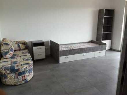 Helles, renoviertes, neu möbliertes WG-Zimmer in Vierer WG, 25 qm, Aachen, Nähe Klinikum zu vermiete