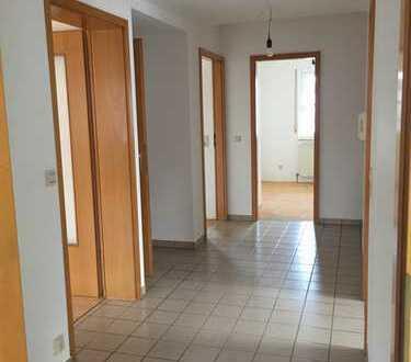 Vollständig renovierte Wohnung mit dreieinhalb Zimmern und Balkon in Bad Boll