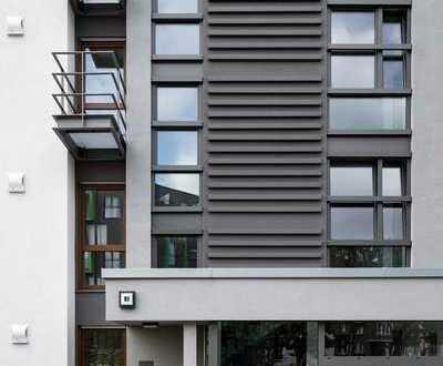 Geräumige, helle 4 Zimmer-Wohnung mit Parkett, Sonnenbalkon, Gäste-WC und EINBAUKÜCHE