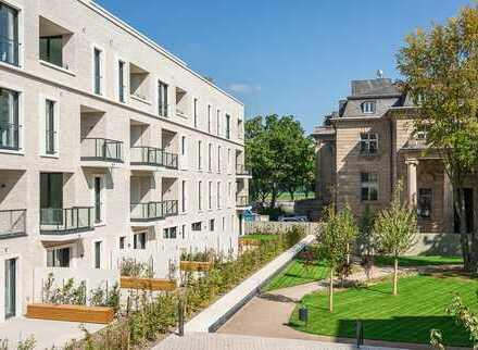 Voj Immobilien: 3-Raum-Wohnung mit Parkblick in Köln-Bayenthal