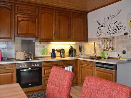 *HTR Immobilien GmbH* Große Wohnung zum Wohlfühlen, nur 3 WE, 1. Obergeschoss, Balkon