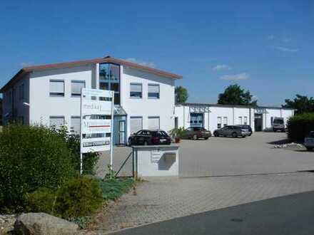 Verkehrsgünstig gelegene Büro/Praxisfläche in Heßdorf zu vermieten