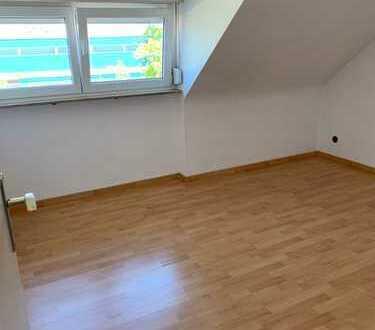Nette 2 Zimmer DG-Wohnung in Hedelfingen zu vermieten - auch an WG