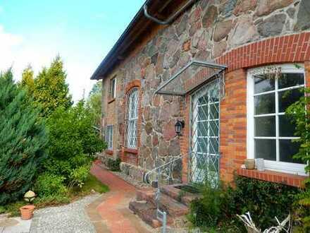 Dr. Lehner Immobilien NB-  Denkmalgeschützte Feldsteinscheune mit komfortabler Wohnung
