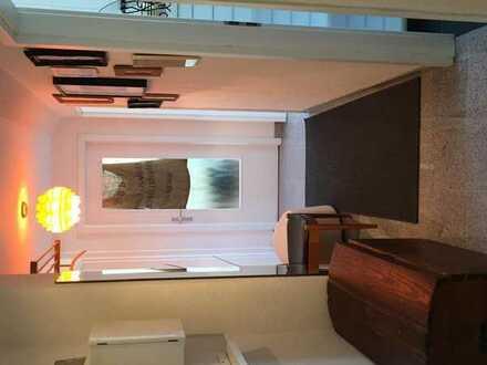 helles Zimmer in 3-er WG in Stuttgart Feuerbach, möbiliert