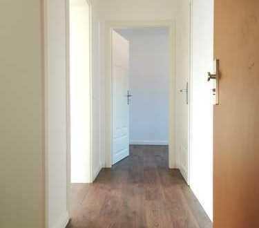 *komplettsanierte 3- Zimmerwohnung mit kleinem Balkon*