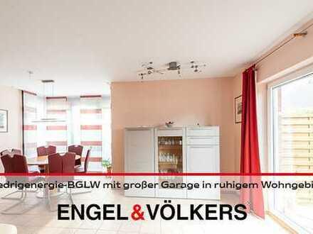Niedrigenergie-Bungalow mit großer Garage in ruhigem Wohngebiet!