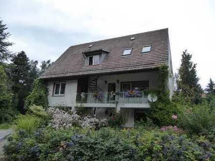 Preiswerte, geräumige und gepflegte 2-Zimmer-Dachgeschosswohnung mit EBK in Kodersdorf