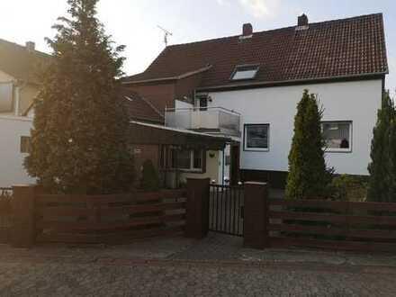 Einfamilienhaus auf Erbpachtgrundstück nebst 2 Garagen und Anbau Schuppen