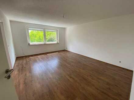 Helle Top Sanierte 4 Zimmer Wohnung inkl. Balkon und EBK