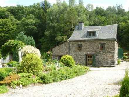 Sanierte Bauernmühle in absoluter Alleinlage mit parkähnlicher Gartenanlage sowie Weidefläche.