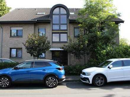 Sehr gut geschnittene 4-Zimmer-DG-Wohnung mit Balkon und Einbauküche in Gütersloh