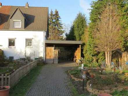 prov-frei & Erbbaurecht: Charmante Doppelhaushälfte mit riesigem Garten, 2 Garagen & großem Carport