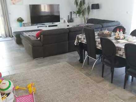 Schöne, geräumige vier Zimmer Wohnung in Saarpfalz-Kreis, Homburg