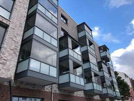 Stilvolle Neubau-1-Zimmer-Wohnung mit Balkon und Einbauküche in Altona-Nord, Zweitbezug