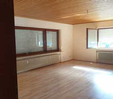 Gepflegte 4-Zimmer-EG-Wohnung mit Balkon in Schönau