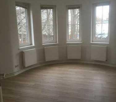 Erstbezug nach Sanierung mit EBK & Balkon: WG-geeignete 4-Zimmer-Wohnung, Südstadt-Bult