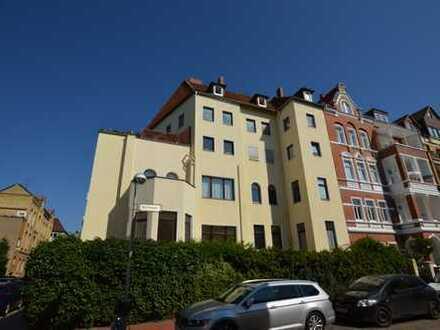 Hannover Mitte: Große Altbauwohnung im Herzen der Stadt + Parkett + Balkon
