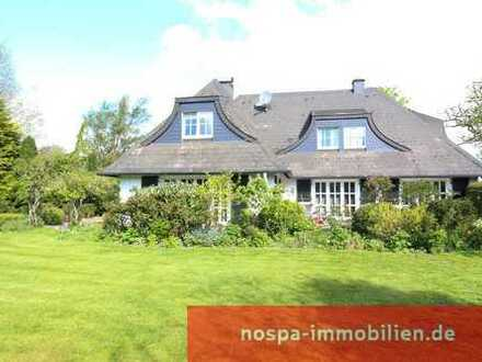 Repräsentative Landhaus-Villa mit parkähnlich angelegtem Garten!