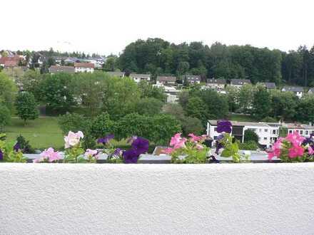 Sonnige 3,5-Zimmer-Maisonette-Wohnung mit Dachterrasse und EBK in Waldbronn