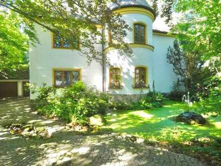 Herrschaftliche Residenz mit parkähnlichem Garten
