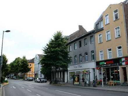 Exklusive, vollständig renovierte 2-Zimmer-Wohnung mit Balkon in Raderberg, Köln