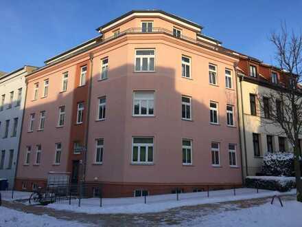 Gepflegte 3-Zimmer-Hochparterre-Wohnung mit Balkon und EBK in Rostock