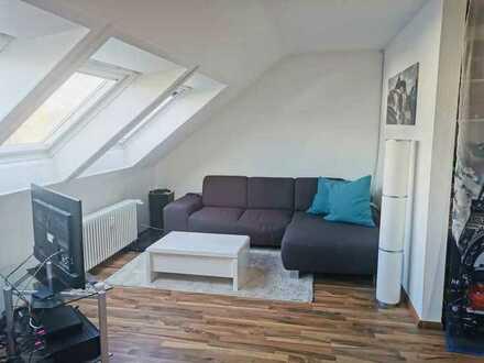 Schöne 2-Zimmer-DG-Wohnung mit EBK