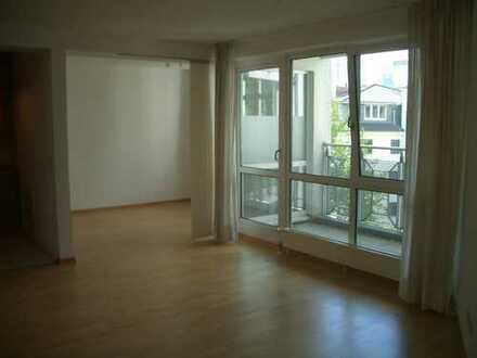 Ruhige, gepflegte 1,5-Zimmer-Wohnung mit Balkon und Einbauküche im Westend-Nord