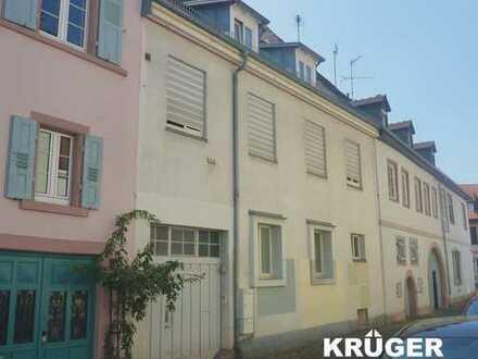 KA-Durlach / gemütliche & helle 3,5-Zi-WHG mit Balkon & EBK in zentraler Altstadtlage / freiwerdend