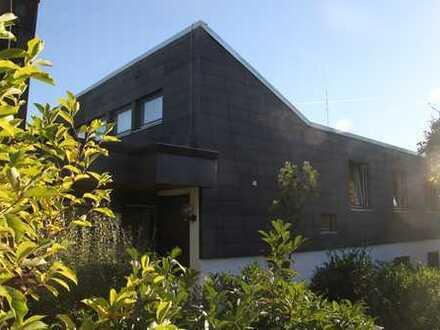 Großes (Reihenmittel-) Haus im Berggebiet, ruhige sonnige Lage