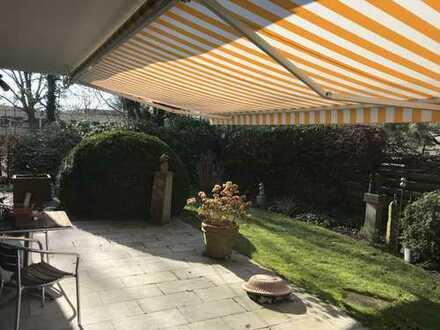 Großzügige Maisonettewohnung mit S/W-Garten & 2 Garagen!