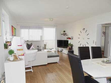 Helle, renovierte 2,5 Zimmer Wohnung in stadtnaher Lage