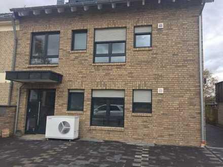 Stilvolle 3-Zimmer-DG-Wohnung mit Balkon in Rath/Heumar, Köln