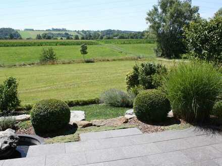Reiheneckhaus mit Blick auf Wiesen und Felder, attraktive Ausstattung, toller Garten. Ohne Provision