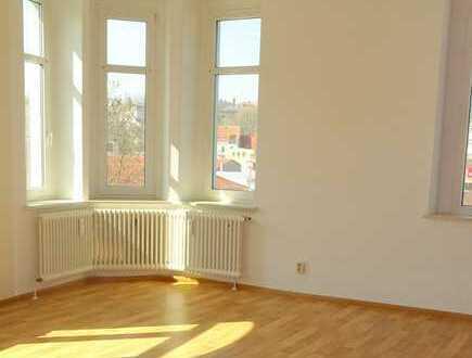 **lichtdurchflutete 2 Raum Wohnung im Altbau**