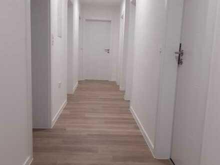 neuwertige Eigentumswohnung mit Balkon: freundliche 4-Zimmer-Wohnung in Meitingen