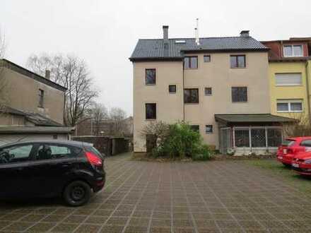 3- Familienhaus mit großen Wohnungen z. T. zur Selbstnutzung