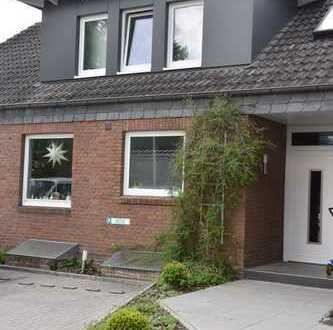 Gepflegte 5-Zimmer-Wohnung (2 Etagen) mit Terrasse, Garten und 2 PKW-Stellplätzen in Bad Zwischenahn