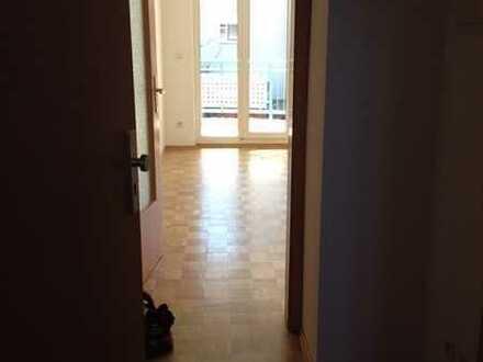 Großzügiges, freundliches 1-Zimmer-Appartement mit S-Balkon in Karlsfeld