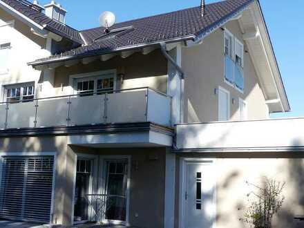 Neuwertige 4-Zimmer-Maisonette-Wohnung mit Balkon und EBK in Mühldorf am Inn
