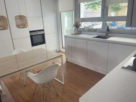 Stilvolle, neuwertige 4-Zimmer-Wohnung mit Garten und Einbauküche im Zentrum