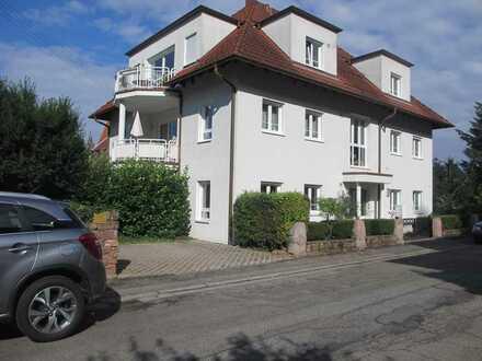 Vollständig renovierte 4-Zimmer-Wohnung mit Balkon und Einbauküche - behindertengerecht geplant