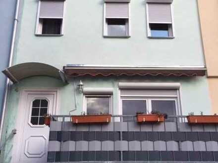 Mitten im Ort - saniertes Einfamilienhaus (Mittelhaus in Neuenstein!