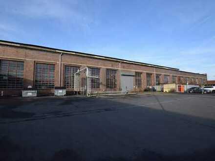 Lager- und Produktionshallen im Gewerbepark nahe zur Autobahn